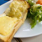 エレーナ - ゴーダチーズのチーズトースト +¥150-