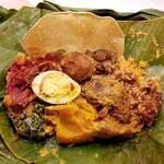 アプサラ レストラン&バー - スリランカカレーの バナナリーフ包み 1600円だよ