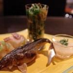 15807417 - 泳ぎ子持ち鮎塩焼き 木の芽おろし添え                        蕪の浅漬け 生ハムチップのせ                        京水菜の松前漬け