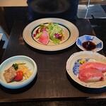 雪月花 - 前菜 雪月花サラダ、ナムル、銘柄和牛炙り握り寿司
