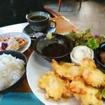M's CAFE - 料理写真:今週(9/13,14,17)のランチ 『サクサク衣のやわらか鶏天』です。 ボリュームたっぷりの鶏天で元気⤴  ☆9/15(水)は臨時休業です。ご迷惑をお掛けしますがよろしくお願いします。