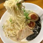 麺屋 一 - 塩とんこつ黒ニンニク