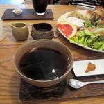15809477 - 珈琲・深煎り(通常¥400)堅め香ばしいラスク付き。