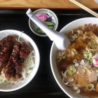 牛乳屋食堂 - 料理写真:Bセット(ミニソースカツ丼と極太麺のラーメン)