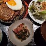 158114619 - 焼豚定食。ボリューミーで、美味しくて、グッド。