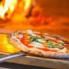 表参道バンブー - 内観写真:焼き立てのピッツァはテイクアウトも可能
