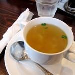 15812237 - まずはスープから。カトラリーを紙ナプキンでくるっと巻いたあたり、昭和ですね♪