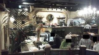 カフェ ラ・ボエム - 201211 ボエム 店内(左奥が入口)
