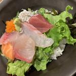158121541 - 特製海鮮丼(煮物、汁物、漬物、とろろ付き)                       1000円
