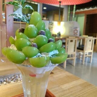 カフェ 家和楽 - 料理写真:■シャインマスカット白桃アイスパフェ(期間限定)