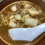 麺屋 天神 - 辛味噌ラーメン(並盛)  800円 レンゲがデカイ