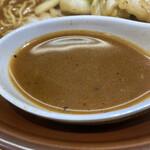 麺屋 天神 - スープ 濃厚コッテリに見えるが、サラリとしている