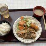 湾岸食堂 - 今日の日替わり3種類から、Bの生姜焼き定食で!