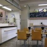 あじさい茶屋 - 左側が厨房カウンターです