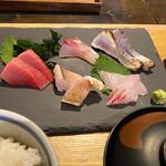 いまが旬 あ・うん - 料理写真:刺身五種盛り