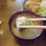 臥嘗庵 - 味噌汁には大きめな肉団子が二つ!