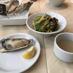ザ オイスタールーム - 生牡蠣とサラダとスープ