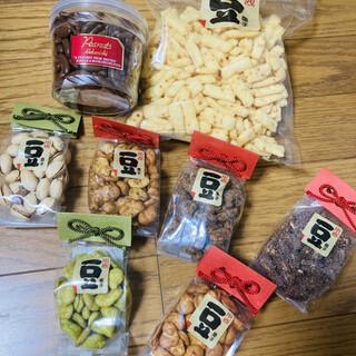 中西ピーナッツ - 料理写真:豆菓子は1つ150円。ピーナツ揚げや柿の種チョコ⭐️