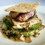 シェ・ヌゥ - 自家製パンドミとフォアグラのミルフィーユ 地物野菜のサラダ添えバルサミコ風味