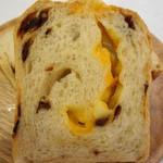 トースト ネイバーフッド ベイカリー - チェダーチーズとドライトマトの食パン 半斤