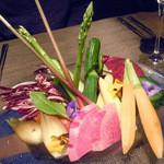 15817984 - 「ONCRIコース」バーニャ・カウダの彩り鮮やかな地元野菜