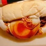 リズムアンドベーカリー - 目玉焼そば 千歳たまご乗せ(¥370)。 千歳バーガーの1種らしいですね。