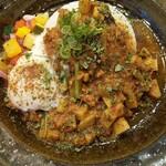 スパイスカレー旬香唐 - 旬野菜と鶏つくねのキーマ・大盛。