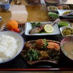 へいけ茶屋 - 山菜岩魚定食 1300円
