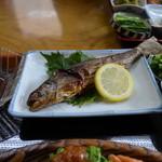 へいけ茶屋 - 山菜岩魚定食の岩魚の塩焼き