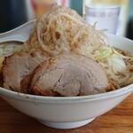 デカ盛り戦隊 豚レンジャー - 料理写真:ラーメン 中盛り トッピング豚1枚