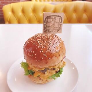 THE BURGER HEARTS - 料理写真:BH チーズバーガーダブル