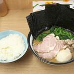 武蔵家 - ライス大と特別ラーメン