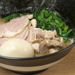 武蔵家 - 味玉とチャーシュー