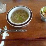 茶の子 - キヤベツ・玉ねぎのスープとひよこ豆のサラダ