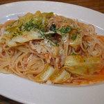 プラチナダイナー白金カフェ食堂 - キャベツとチキンのトマトソースパスタ