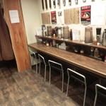 油そば専門店ぶらぶら - 店内はカウンターが中心です