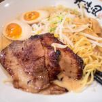 チャンポン専門店 平和食堂 by 我流風 - 炙り豚トロらーめん、980円。