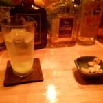 Bar Goat - ウォッカベースのカクテルとお通しのスナック