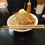自家製太麺 ドカ盛 マッチョ - 標高10cmのもやし山