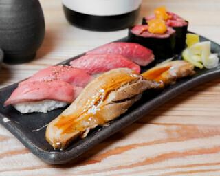 バル肉寿司 - 【テイクアウト】肉穴子と牛3種盛り合わせ(豚肉の肉穴子×1・ローストビーフ×2・牛タン×2・和牛雲丹トロ軍艦×2)