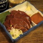 もつ焼きおとんば - 2012.11 豚レバ刺し(400円)厚切りで重量感