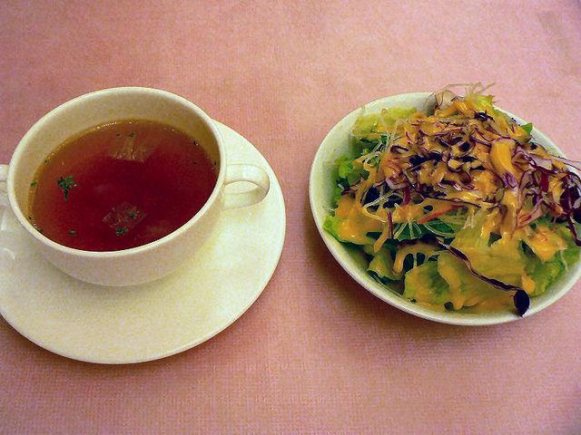 立川 伊勢丹で洋食ランチ。グラタン、エビフライ、ハンバーグ、メンチカツ・・・どれも美味しかった。 : 西櫻亭 立川店
