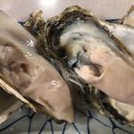 刺身和食 旭屋 - 北海道 仙鳳趾産 生牡蠣 500円×2
