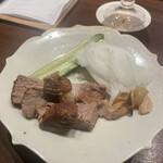 麩屋町 うね乃 - 先付け! 煮豚と島ニンニクの酢醤油漬け。