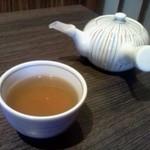 快食ダイニング匠彩 - 急須で何度でもおかわりできるお茶