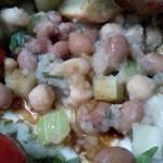 Capo PELLICANO - ポルケッタをどけると出てくる、豆やいろんな具のサラダ