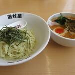 田村屋 - 料理写真:嫁さんはお気に入りの・・・辛つけ麺
