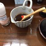 とんかつ 椿 - ソースとカラシ、アンデスの塩