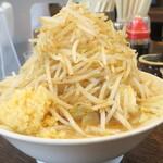伝家 - 料理写真:ガッツリラーメン(中盛)+野菜ニンニク
