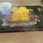 158255568 - チェダーチーズステーキハンバーグ                       牛肉だけのパティですが、肉の旨味はたっぷりで 美味しいです。このワイルドさが好き(^_^)